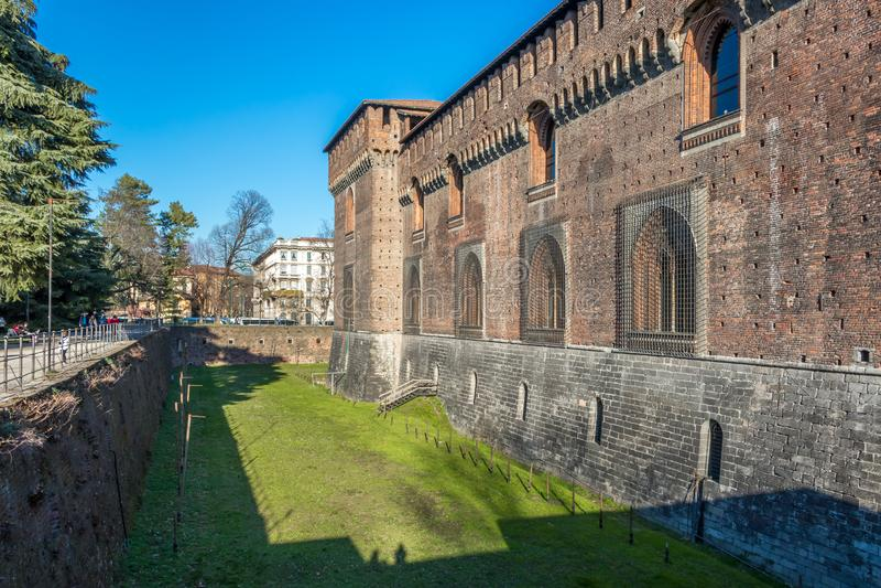 Le château de Sforzesco - est un des points de repère les plus importants de Milan image libre de droits