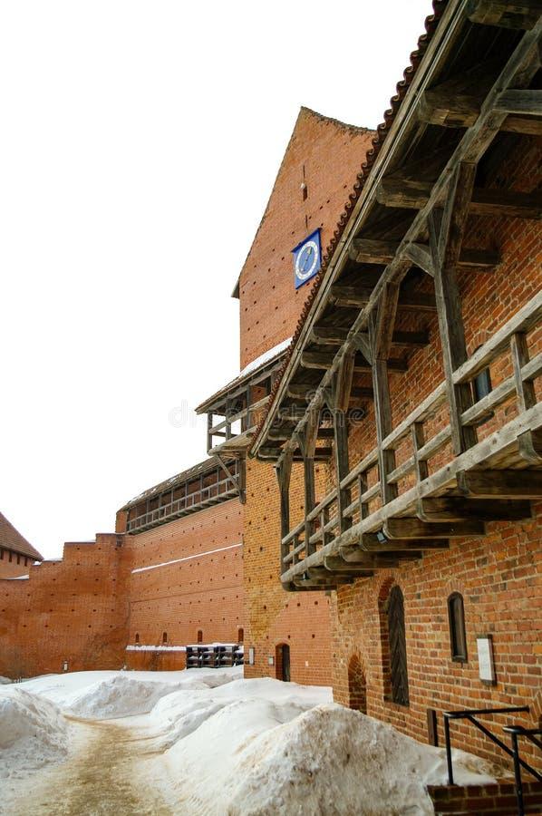 Le château de Turaida est un château médiéval récemment reconstruit à Turaida, dans la région de Vidzeme en Lettonie, sur la rive photographie stock