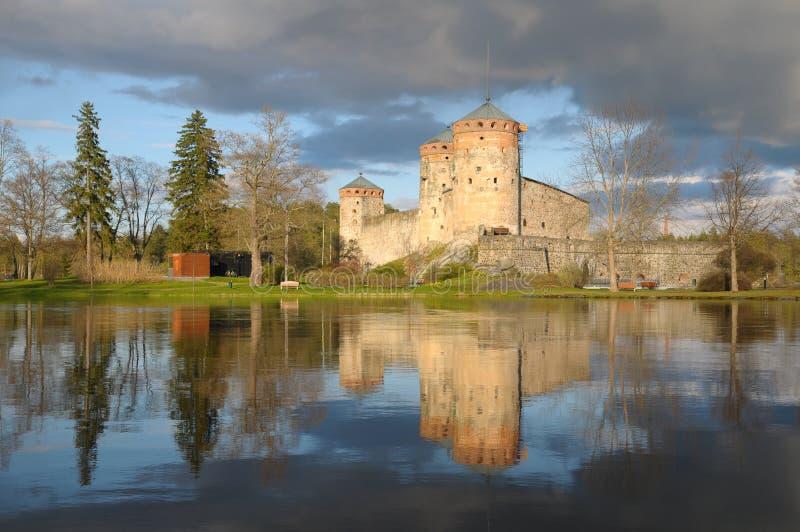 Le château Olavinlinna de l'eau en Finlande photographie stock