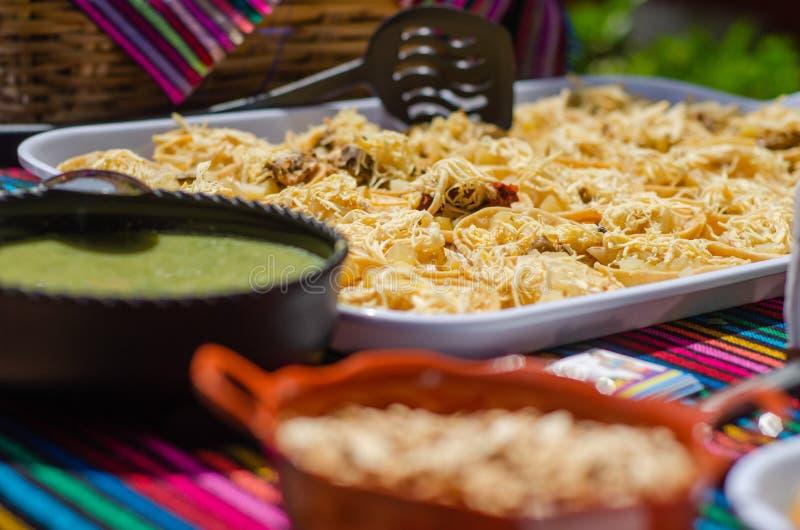 Le Chalupas servi sur un plateau pour une soirée mexicaine sous forme de buffet photos stock