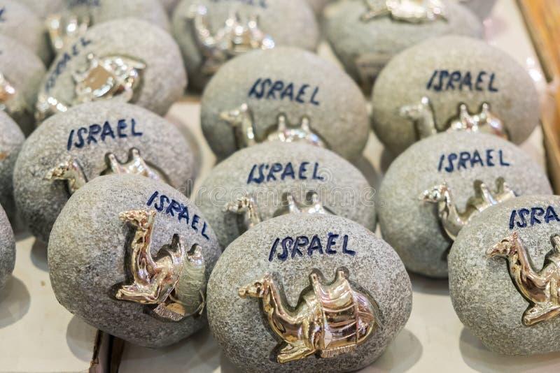 Le chameau d'or sur la pierre grise - souvenir d'Israël photographie stock libre de droits