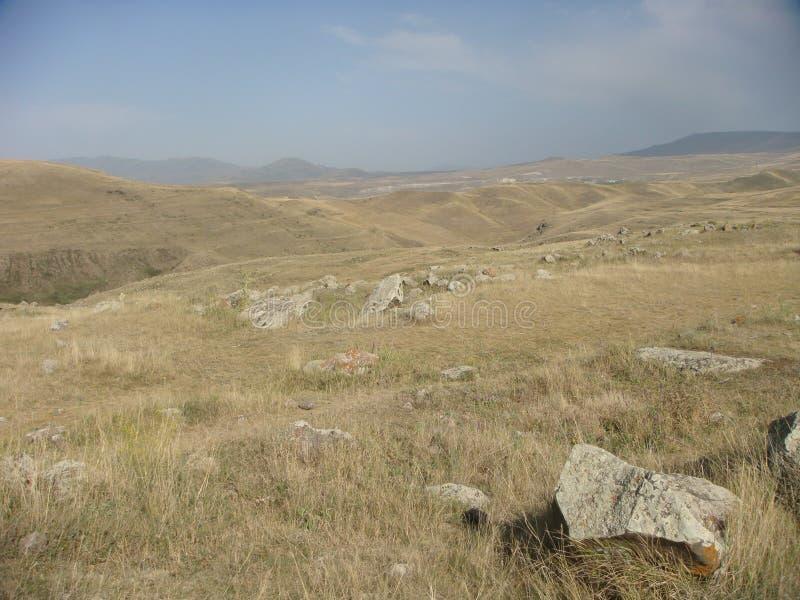 Le champ de l'herbe sèche jusque l'oeil peut voir l'arménie photos stock
