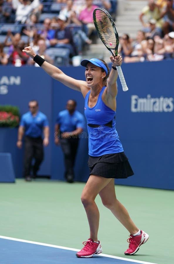 Le champion Martina Hingis de doubles mélangés de l'US Open 2017 de la Suisse célèbre la victoire après match final photos stock