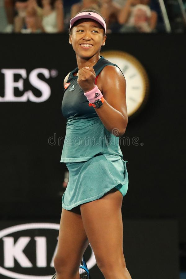 Le champion Naomi Osaka de Grand Slam du Japon célèbre la victoire après son match de demi-finale à l'open d'Australie 2019 en pa photo stock