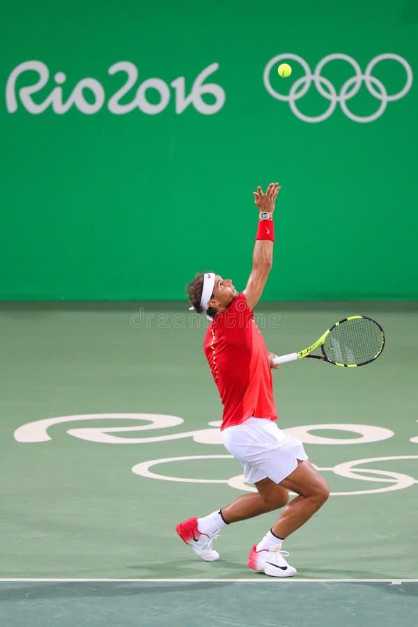 Le champion olympique Rafael Nadal de l'Espagne dans l'action pendant le ` s des hommes double autour de 3 de Rio 2016 Jeux Olymp photos libres de droits