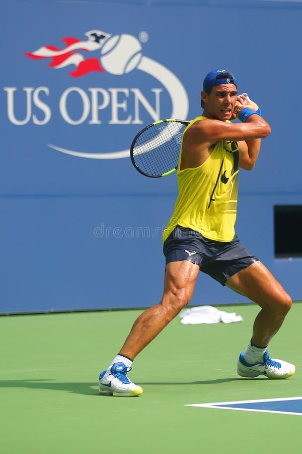 Le champion Rafael Nadal de Grand Chelem de quinze fois de l'Espagne pratique pour l'US Open 2017 photo stock