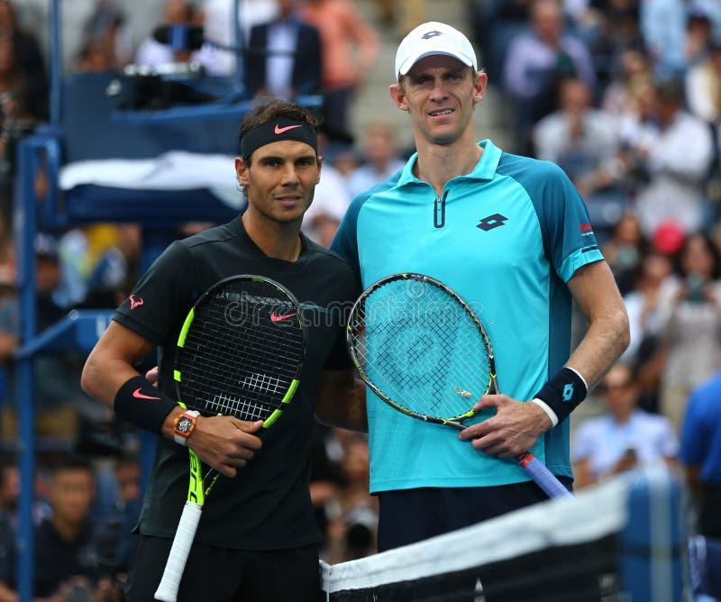Le champion Rafael Nadal de l'US Open 2017 de l'Espagne L et finaliste Kevin Andersen de l'Afrique du Sud avant le ` s des hommes images libres de droits