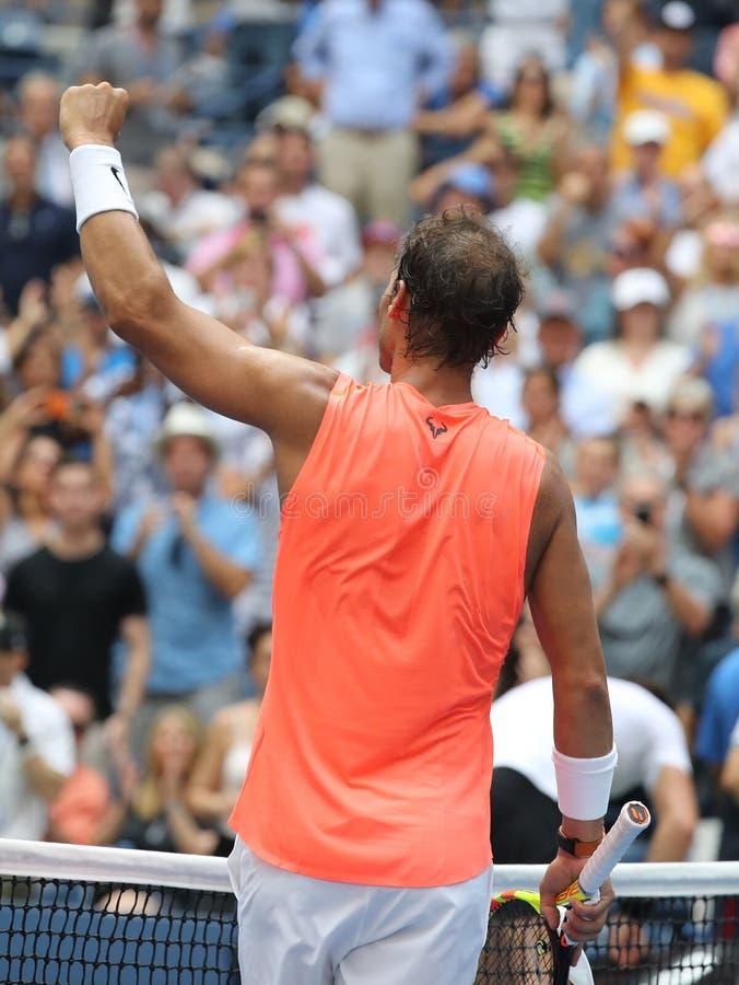 le champion Rafael Nadal du Grand Chelem 17-time de l'Espagne célèbre la victoire après son rond 2018 d'US Open du match 16 photos libres de droits