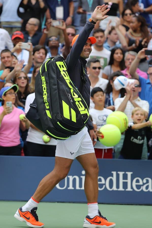 le champion Rafael Nadal du Grand Chelem 17-time de l'Espagne célèbre la victoire après son rond 2018 d'US Open du match 16 photographie stock libre de droits