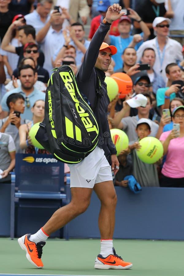 le champion Rafael Nadal du Grand Chelem 17-time de l'Espagne célèbre la victoire après son rond 2018 d'US Open du match 16 photo stock