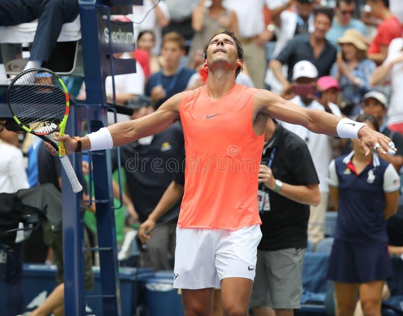 le champion Rafael Nadal du Grand Chelem 17-time de l'Espagne célèbre la victoire après son rond 2018 d'US Open du match 16 photo libre de droits