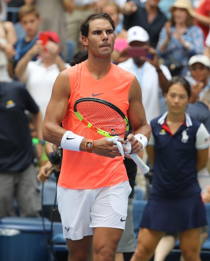 le champion Rafael Nadal du Grand Chelem 17-time de l'Espagne célèbre la victoire après son rond 2018 d'US Open du match 16 image stock