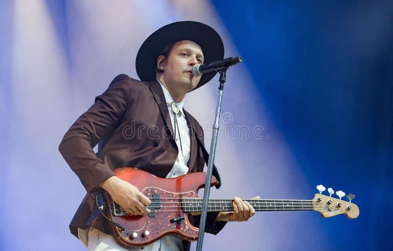 Le chanteur Win Butler exécute avec la bande canadienne Arcade Fire photo libre de droits