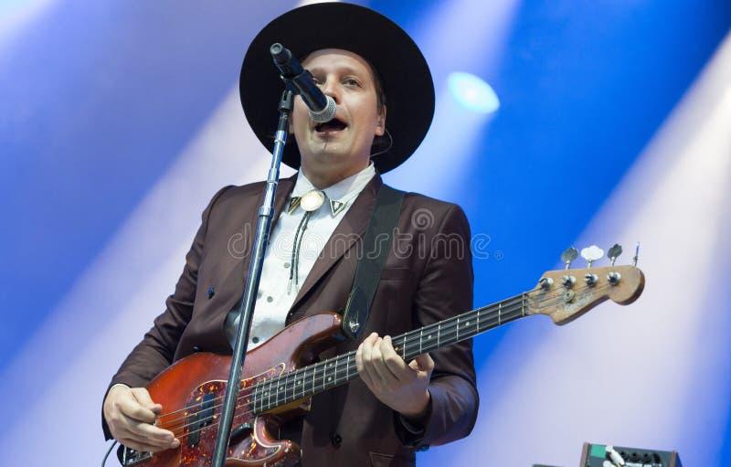 Le chanteur Win Butler exécute avec la bande canadienne Arcade Fire photo stock