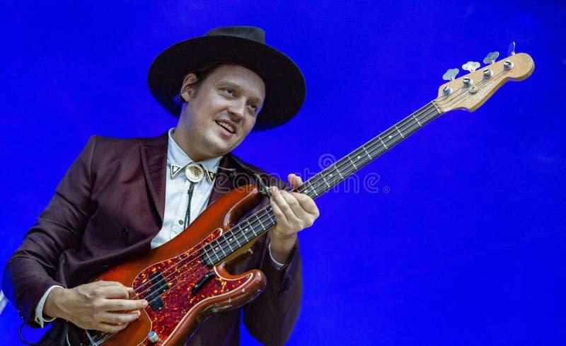 Le chanteur Win Butler exécute avec la bande canadienne Arcade Fire image libre de droits