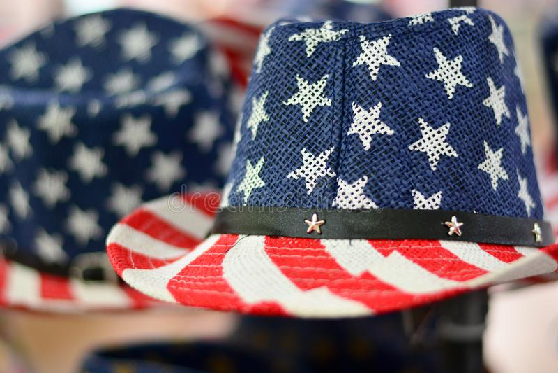 Le chapeau traditionnel aux étoiles et rayures des États-Unis d'Amérique images libres de droits