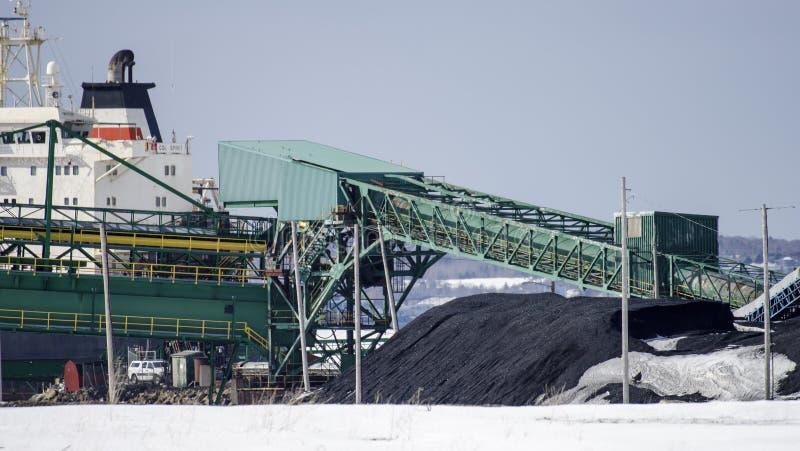 Le charbon déchargent image libre de droits