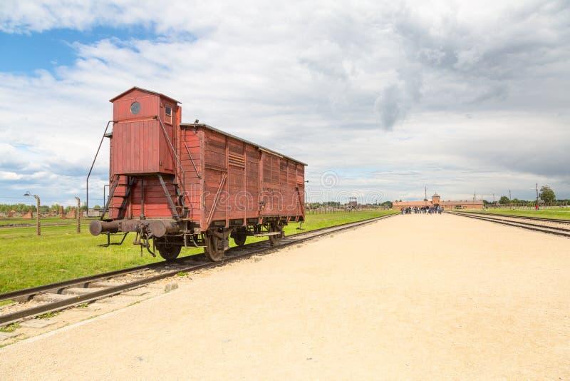 Le chariot de transport reconstitué avec l'entrée de l'ancien nazi concen photos libres de droits