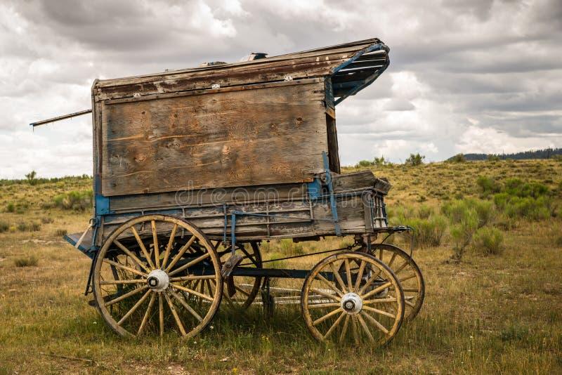 Le chariot du vieux shérif occidental sur le Prarie photo stock