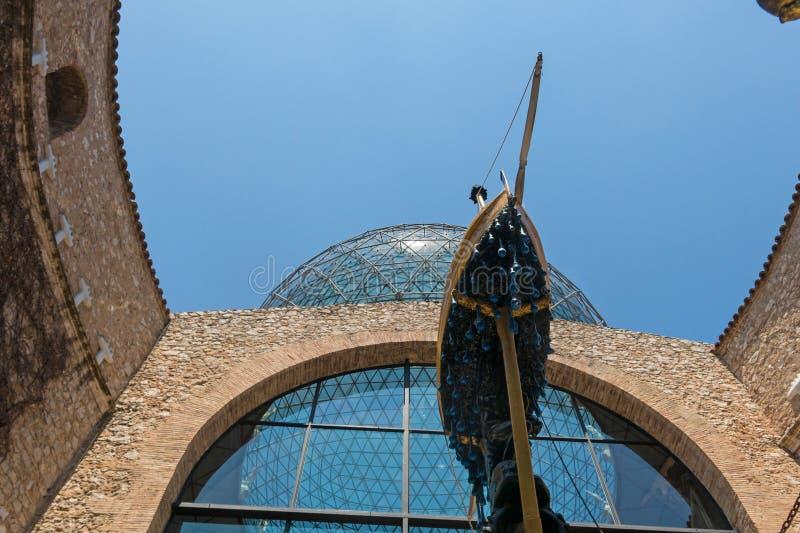 Le chariot naval, ou la barque du gala dans le musée de Dali, à Figueres, la Catalogne, Espagne image libre de droits