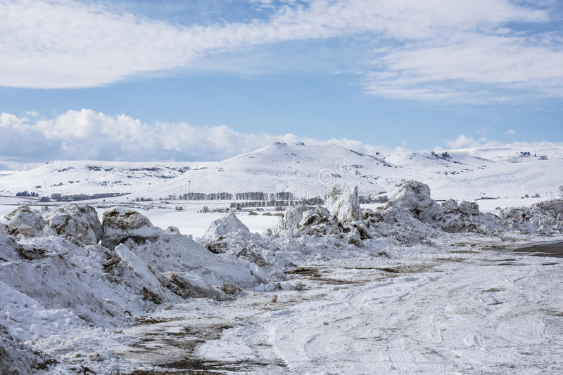 Le chasse-neige reste dans un parking photo libre de droits