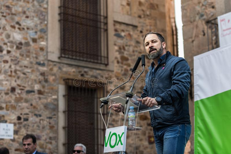 Le chef de la partie d'extr?me droite Vox, pendant son discours au rassemblement tenu dans la plaza de San Jorge ? Caceres photographie stock