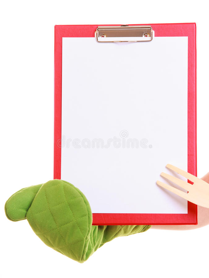 Le chef montrant le presse-papiers avec le blanc vide pour le texte a recommandé le menu photos stock