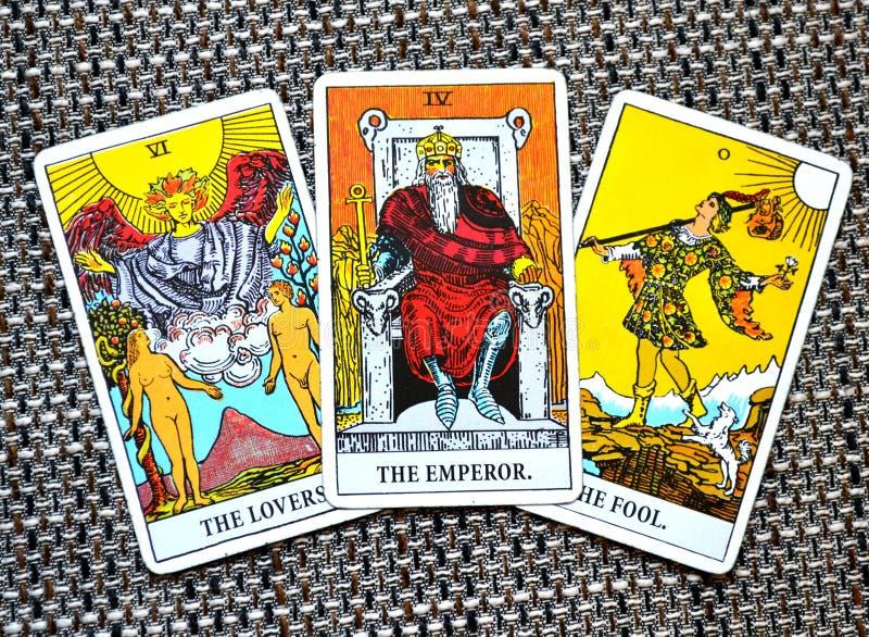 Le Chef Ruler King Boss de puissance de carte de tarot d'empereur les amants le fond d'imbécile photo stock