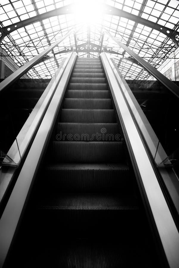 Le chemin de la lumière, le chemin au succès, escalator images libres de droits