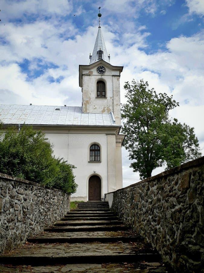 Le chemin vers l'église photos stock
