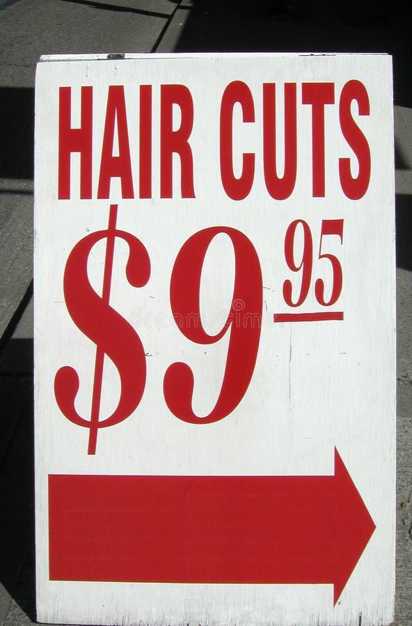 Le cheveu coupe le signe