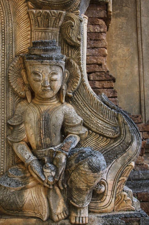 Le chiffre de la pierre dans l'auberge Dain Pagoda, Indei de Shwe de ruines photos stock