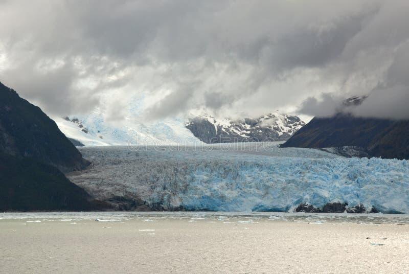 Le Chili - l'Amalia Glacier - nuages image libre de droits