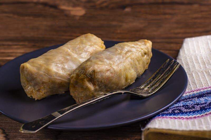 Le chou roule avec du boeuf, le riz et des légumes Feuilles de chou bourré avec de la viande Dolma, sarma, sarmale, golubtsy ou g photos stock