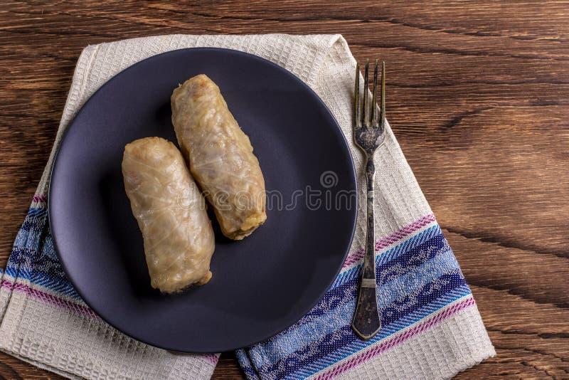 Le chou roule avec du boeuf, le riz et des légumes Feuilles de chou bourré avec de la viande Dolma, sarma, sarmale, golubtsy ou g photos libres de droits