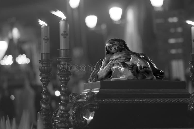 Le Christ couché est traité par les rues photographie stock libre de droits