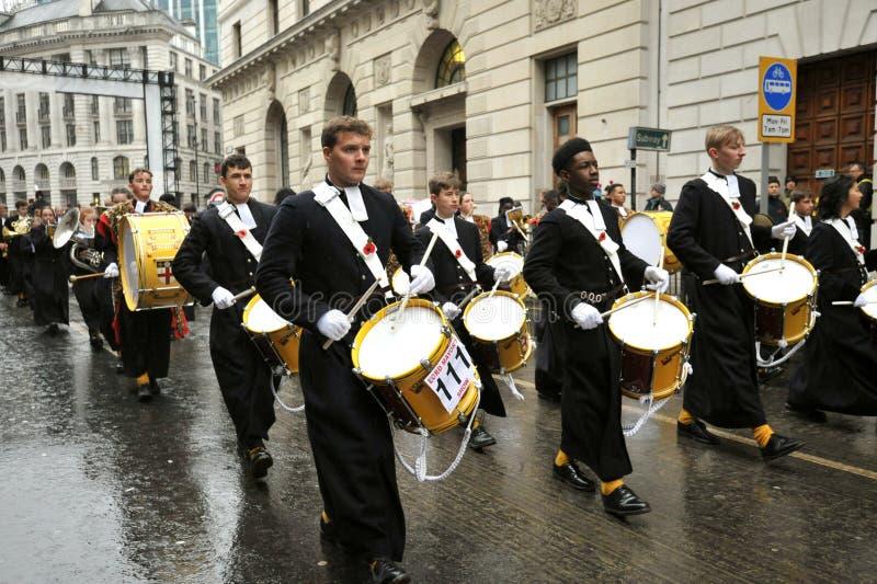 Le Christ's Hospital School Band est un groupe de marcheurs de premier plan au Royaume-Uni images stock