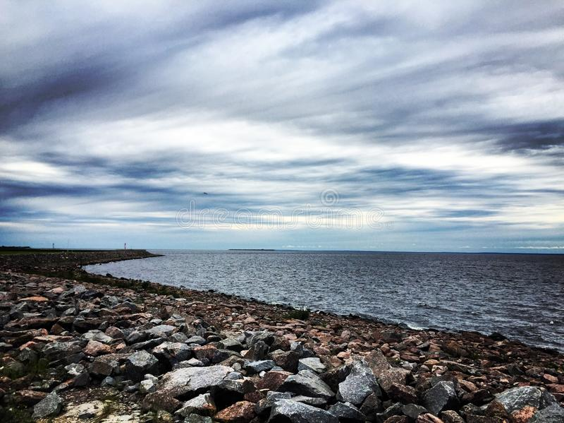 Le ciel au-dessus du ¾ du  Ð?бРde la baie Ð image stock