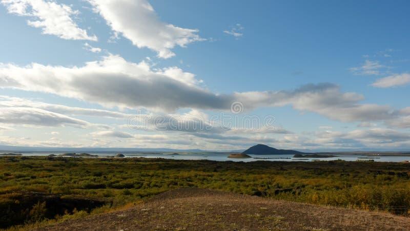 Le ciel illimité au-dessus du lac Myvatn photographie stock