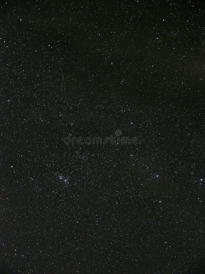 Le ciel nocturne se tient le premier rôle, double groupe en constellation de perseus photos stock