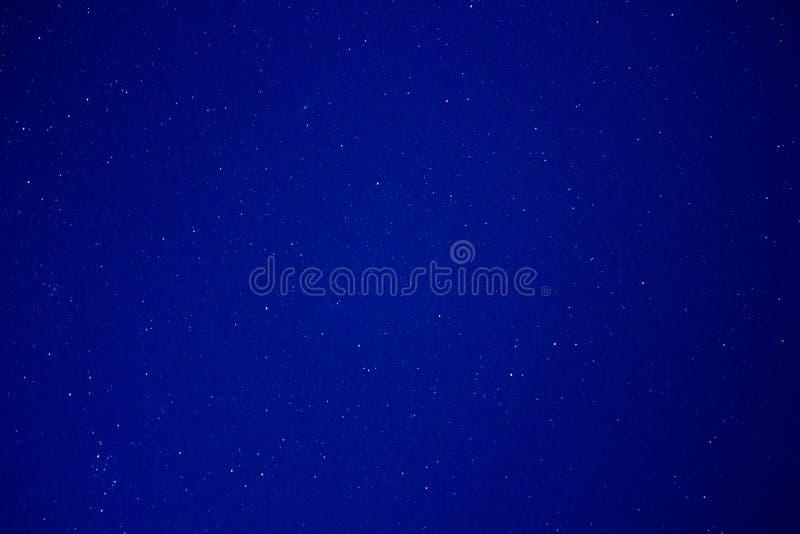 Le ciel nocturne tient le premier rôle le météore - Mizpe Ramon Israel image stock