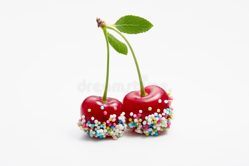 Le ciliege decorate con la caramella variopinta spruzza immagini stock libere da diritti