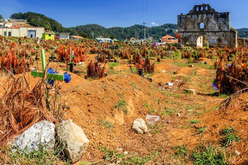 Le cimetière et a ruiné l'église, San Juan Chamula, Mexique photographie stock libre de droits
