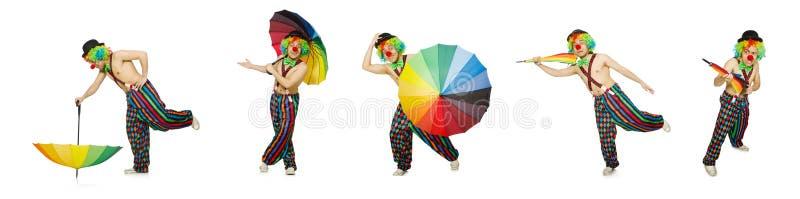 Le clown avec le parapluie d'isolement sur le blanc image libre de droits