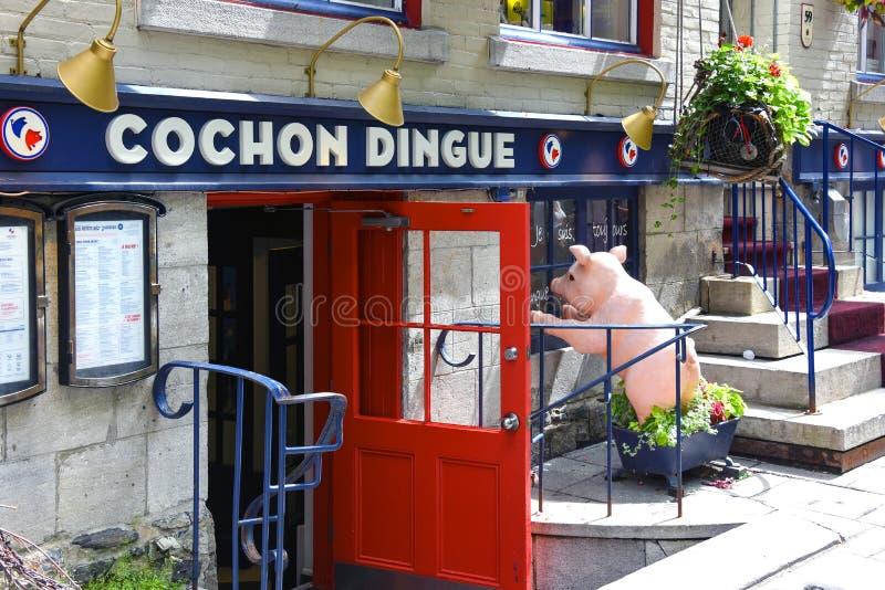 Le Cochon Dingue-restaurangen i den gamla Quebec City, Kanada fotografering för bildbyråer