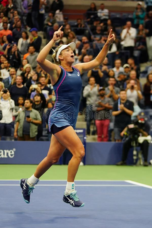 Le Coco 2018 de champion des doubles des femmes d'US Open Vandeweghe des Etats-Unis célèbre la victoire après son match final image libre de droits