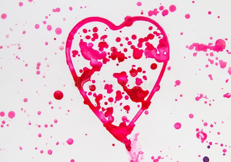 Le coeur avec ?clabousse de l'aquarelle rouge sur le fond blanc, mignon, mod?le, peint ? la main photographie stock libre de droits