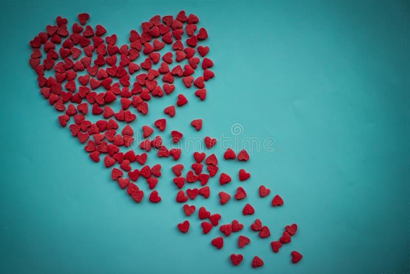 Le coeur brisé sur un fond bleu photographie stock