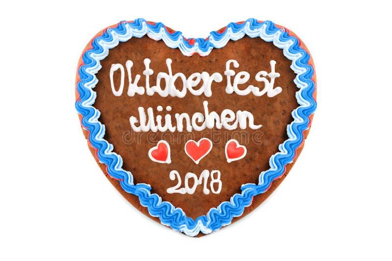 Le coeur 2018 de pain d'épice d'Oktoberfest avec le blanc a isolé le backgroun images libres de droits