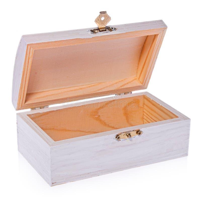 Le coffre en bois et blanc, vident à l'intérieur Boîte en bois avec un couvercle augmenté photos libres de droits